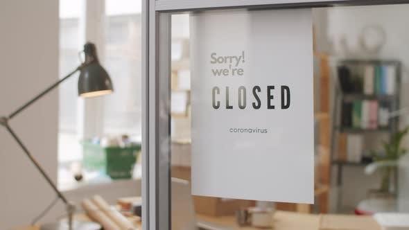 Entschuldigung! Wir sind geschlossen Plakat im Büro