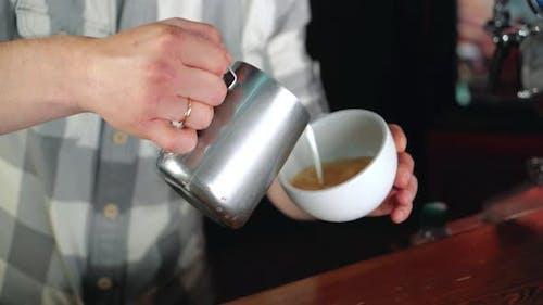Barista Make Latte