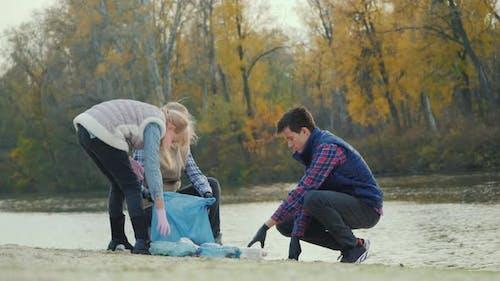 Volunteers Clean Household Waste By the Lake