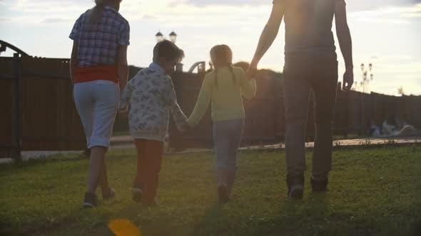 Marcher avec toute la famille