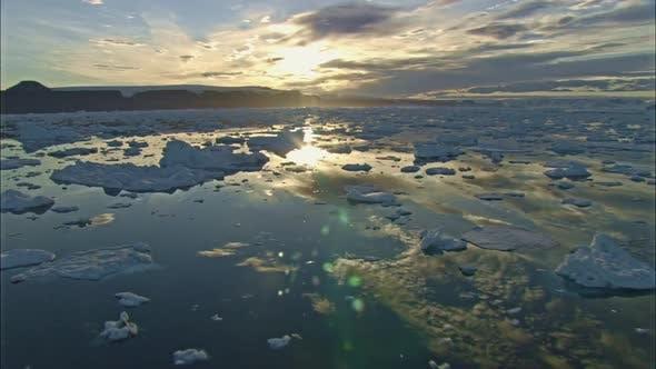 Thumbnail for Eisschollen und Wolken