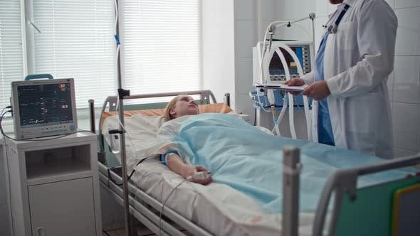 Cover Image for Doctor Talking with Patient