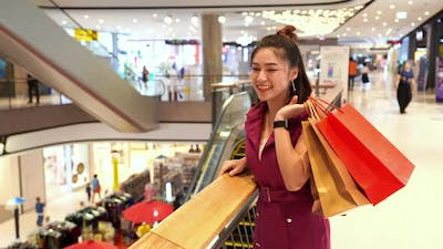young woman with shopping bags in the mall.