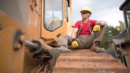 Construction Heavy Duty Equipment Worker