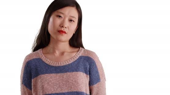 Nahaufnahme der zuversichtlich Millennial Frau in einem Pullover auf Copyspace