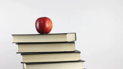 Livres et Apple comme symbole de la connaissance Rotation