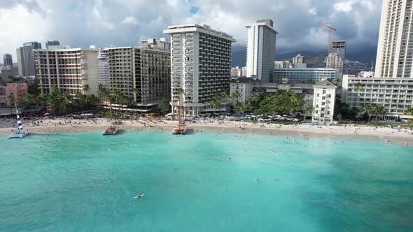 Gliding Across Waikiki Beach 4 K