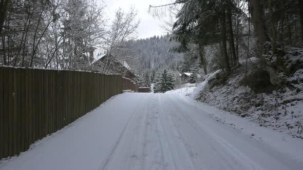 Thumbnail for verschneite Straße in einem Dorf
