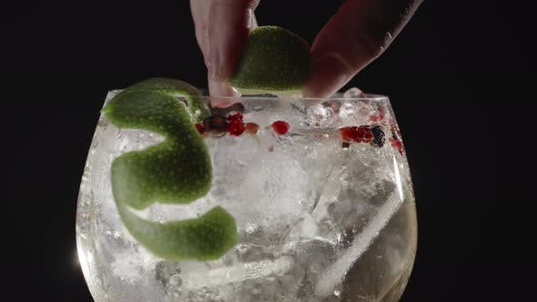 Thumbnail for Fizzy Gin Drink with Lime