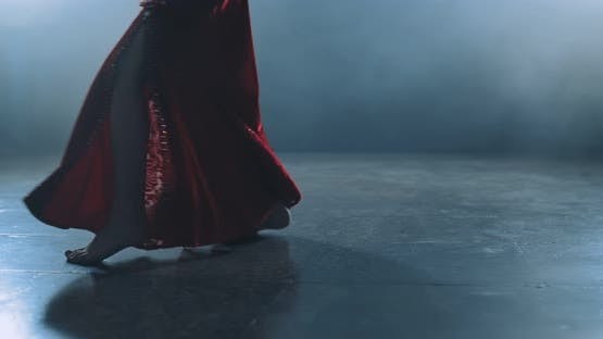Foot Movement in Oriental Dance