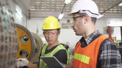 Engineer use tablet for maintenance checking machine