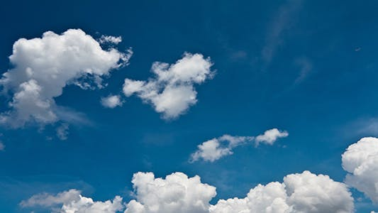 Cover Image for Clouds On Blue Sky - 4K Resolution