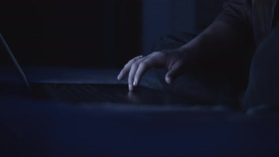 A woman freelancer using a touchpad