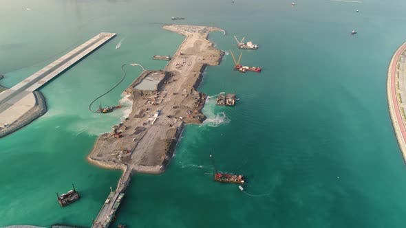 Thumbnail for Luftaufnahme der künstlichen Insel im Bau, Dubai, Vereinigte Arabische Emirate.