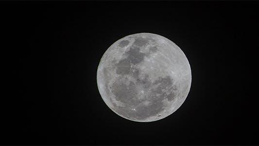 Thumbnail for 400mm Full Moon Time Lapse - 4K Resolution