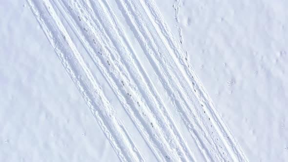 Thumbnail for Fahrzeugmarkierungen und Fußstufen im Schnee