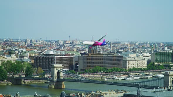 Thumbnail for Airplane flying over Budapest