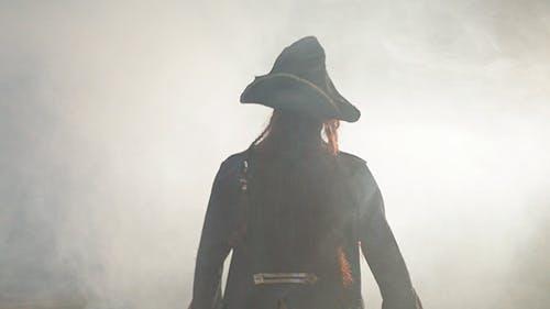 Pirat geht zum Nebel