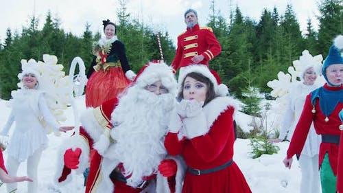 Weihnachtsmädchen weht Stern Staub