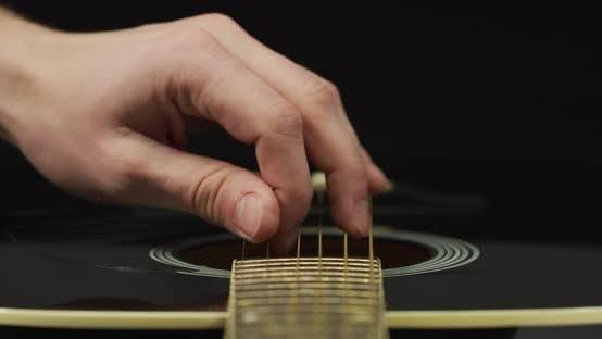 Thumbnail for Nahaufnahme der Finger strummend Saiten
