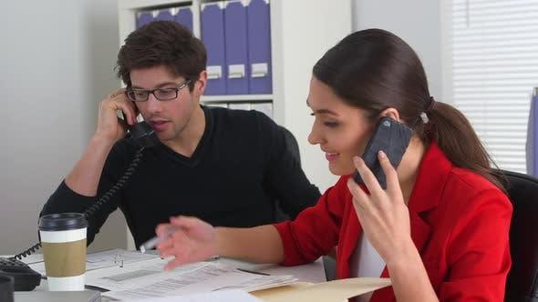 Thumbnail for Kollegen telefonieren