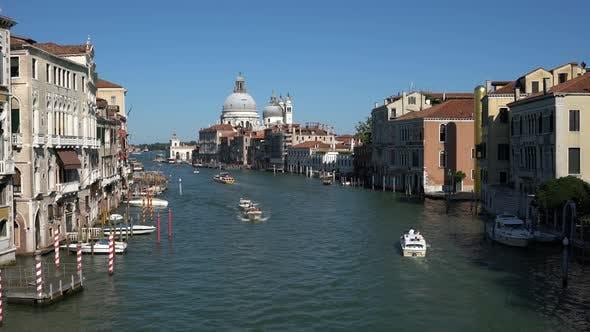 Italien die Kanäle von Venedig an einem hellen sonnigen Tag