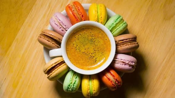 Macaroon Plätzchen und Kaffeetasse
