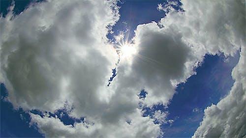 Sonne und Wolken (4K und FullHD)