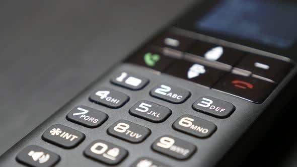 Thumbnail for Hochwertiges Festnetztelefon auf Tisch und Bildschirm langsame Neigung 4K 2160p 30fps UltraHD Video - Wirel