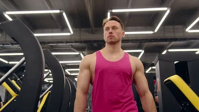 Bodybuilder Goes To The Gym