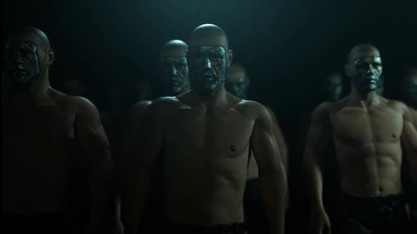 Maskierte Mans Im Dunklen Kampf Club