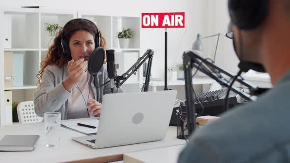 Thumbnail for Interview im Radio
