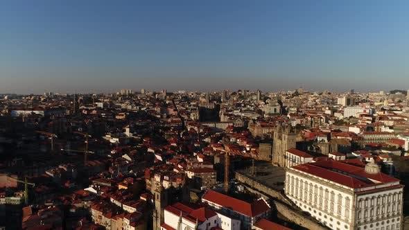 Thumbnail for Fliegen über die historische Stadt Porto, Portugal