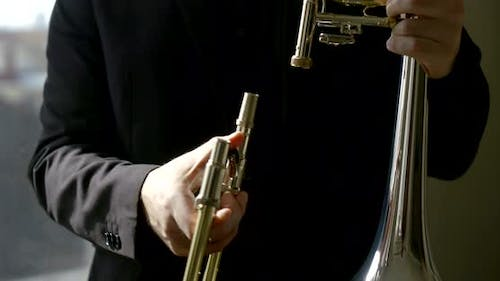 Man Hands Connect Specular Metal Trombone Bell with Slide