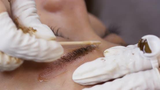 Thumbnail for Maquillage permanent avec des sourcils microblading sur femme