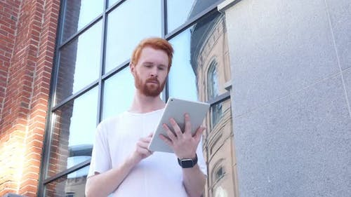 Using Tablet for Browsing, Outdoor