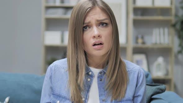 Thumbnail for Gritando chica joven en la ira, la lucha y la discusión