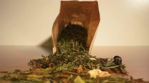 Thé vert chinois sur la table