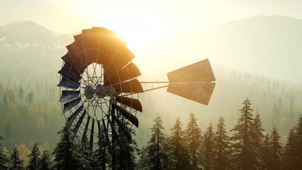 Thumbnail for Typische alte Windmühle Turbine im Wald bei Sonnenuntergang