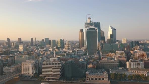 Thumbnail for AERIAL: Flight Towards London Skyline at Sunshine