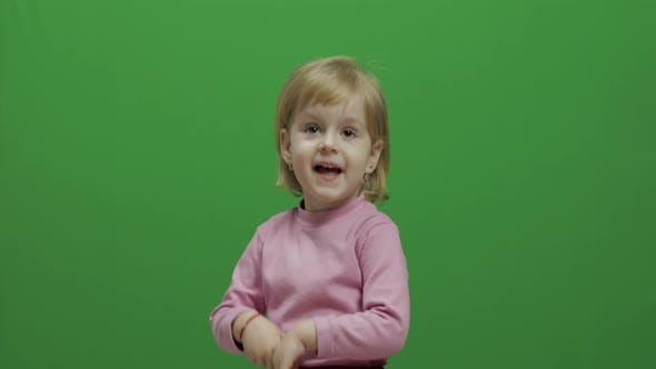 Thumbnail for Glückliche drei Jahre altes Mädchen
