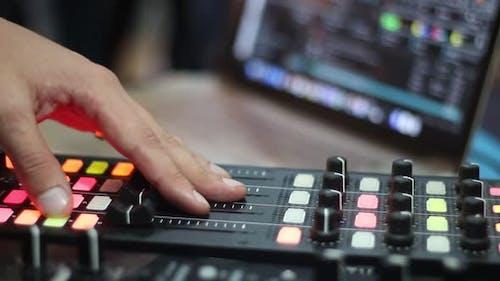 Energetischer und Audio Mixer