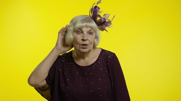 Thumbnail for Senior Alte Frau Überhörung Privatgespräch, Versuchen, persönliche Geheimnisse herauszufinden, Spionage