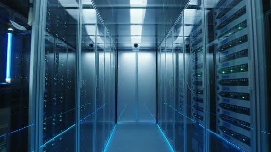 Thumbnail for Langer Flur Full Server Racks in einem modernen Rechenzentrum