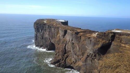 Dyrholaey Arch ein erodierter Seebogen in Island