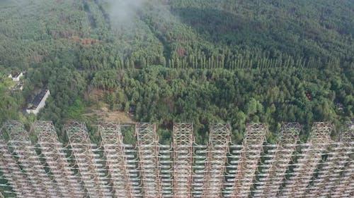Luftaufnahme des verlassenen sowjetischen Duga-Radarsystems