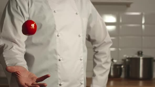 Thumbnail for Cook throws up tomato and catches it
