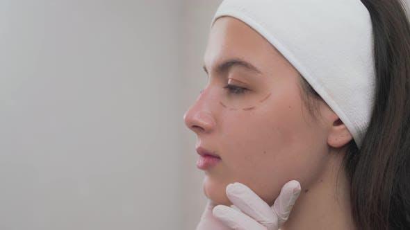 Charming Girl ist immer bereit für Kosmetologie Verfahren