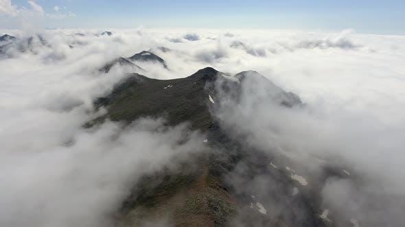 Soft Curved Peaks