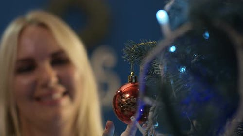Cheerful Family Hanging Ornamental Bauble